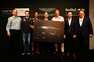 Az  Aston Martin meg a Red Bull egy új szuperverdát alkotnak