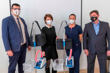 Átadták a dunaszerdahelyi kórháznak a légzést segítő készülékeket, amelyekre Csiliznyárad és Kulcsod indított gyűjtést