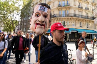 Háromezer zsaru vigyáz arra Párizsban, hogy a Covid-igazolást elutasító tüntetők észnél legyenek