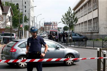 BORZALOM: Savval támadtak fiatal turistákra
