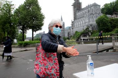 Korona-hírek: Franciaországban karantén utáni rekord, Olaszországban meghosszabbított szigorítások, az USA-ban már 160 ezer halott