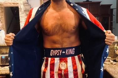 Az ökölvívó Tyson Fury vérző fejjel is megőrizte veretlenségét