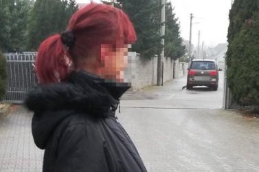 Igazi kincsre bukkant a hajléktalan nő egy eldobott kabát zsebében – egy pillanat alatt megváltozott az élete