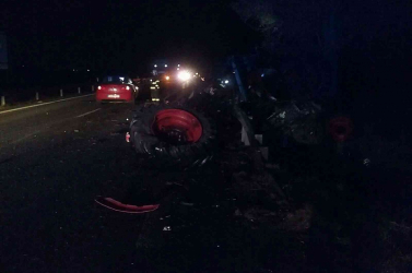 SÚLYOS BALESET: Késő este traktorral ütközött egy személykocsi Galánta mellett