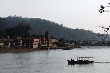 Mutatványa közben a folyóba merült egy szabadulóművész, nem látták többé