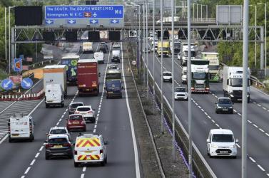 A britek2030-tól megtiltják az új benzin- és dízelüzemű autók értékesítését