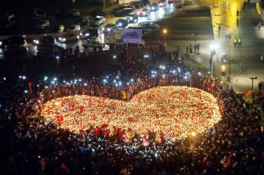 Tízezrek kísérték utolsó útjára a meggyilkolt gdanski főpolgármestert