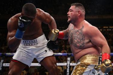 Joshua elveszítette négy címét, a pocakos Ruiz kiütötte