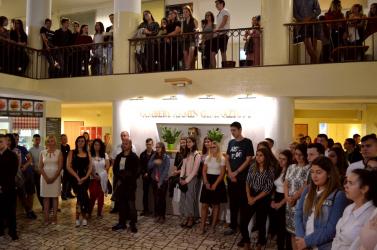 """""""250 gyermek, 250 család bízik bennünk"""" – új igazgatónővel kezdte meg a tanévet a Vámbéry gimi!"""