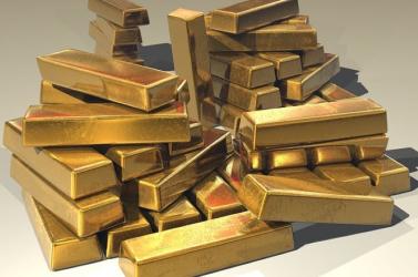 Emelkedik az arany ára, újabb történelmi csúcson a bitcoin