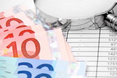 Évente több száz millió eurót herdálnak el az önkormányzatok