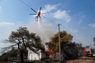 Erdőtüzek miatt ürítik ki a településeket Athén környékén