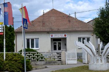 A polgármester családjának cégelakóházakat építget Pozsony mellett, és ez még a bíróságnak sem tetszik, de nincs mit tenni