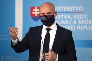Gröhling: Erősíteni kell az oltási kampányt, mérföldekkel le vagyunk maradva