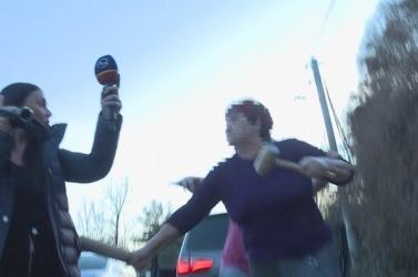 """""""Szétverem a fejed!"""" – megtámadták a Markíza riporternőjét (videó)"""