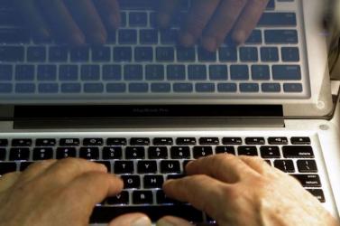 A szakértő szerint vonzzák a hackereket a vakációzó gyerekek