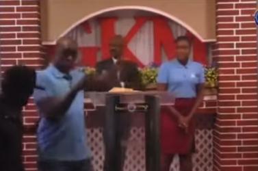 Elraboltak egy haiti lelkészt az élőben közvetített húsvéti szertartáson (VIDEÓ)