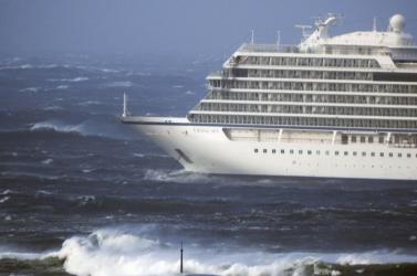 A Floridánál veszteglő két holland üdülőhajó kiköthet, de az utasok egy része nem szállhat partra