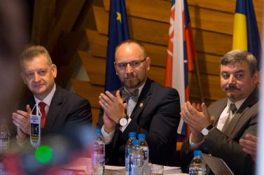 Dunaszerdahelyi körforgalom, uszoda, tornaterem, színház - Viskupič megtolta az MKP kampányfinisét