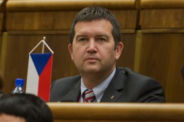 A szájmaszkok önkéntes viselésére szólította fel a cseheket a belügyminiszter
