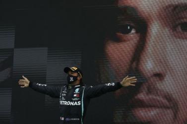 A Mercedes nem kommentálja a Hamilton új szerződéséről szóló híreket