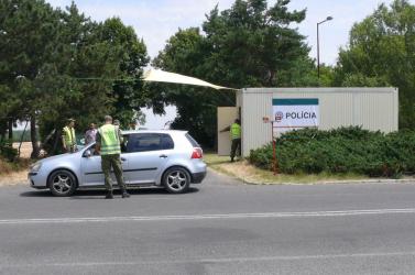 A rendőrség továbbra is ellenőrzéseket tart a határokon
