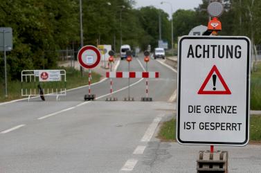 Mától ismét ellenőriznek az osztrák-szlovák határon, az ingázóknak igazolás kell