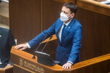 A parlament bizalmat szavazott Eduard Heger kormányának