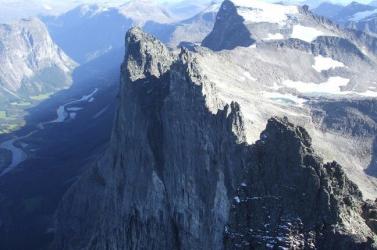 Európa legmagasabb függőleges sziklafalán járt szerencsétlenül két hegymászó