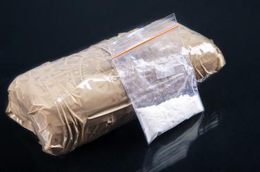 14 kiló heroint találtak két utas bőröndjében a budapesti reptéren!