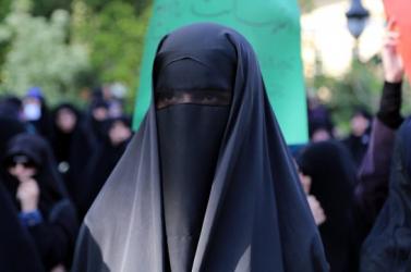 Betiltották Dániában a teljes arcot elfedő lepel viseletét