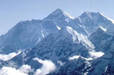 Több hegymászó meghalt a Himaláján hóvihar miatt