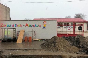 Hodosban megnyitották az iskolát, a polgármester a kormányt és a közegészségügyet bírálja