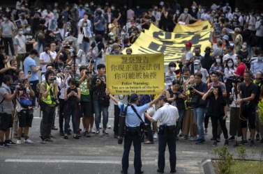 Hongkongi tüntetések - A halloweeni arcfestést is eltávolíttathatja a rendőrség