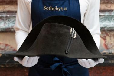 Elárverezik Napóleon 1807-es hadjáratán viselt, fekete filc kétsarkú kalapját