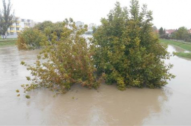 Rendkívüli helyzet lépett életbe Érsekújvárban az áradások miatt!