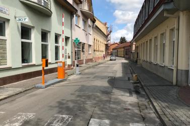 Változnak a belvárosi parkolás és behajtás szabályai Komáromban