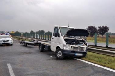 Halálos baleset Győrnél: szalagkorlátnak ütközött egy autószállító tréler