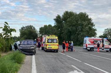 Súlyos baleset történt a 63-as úton, mentőhelikopterre volt szükség