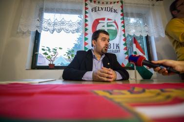 A dunaszerdahelyi irodát fenntartó Szávay már nem lesz a Jobbik alelnöke