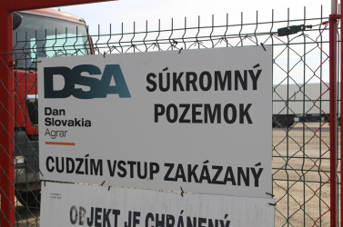 """""""Sajnálattal vesszük, hogy a lakók nem a nyílt párbeszédet választották"""" – a Dan-Slovakia Agrar reagált a gútai petícióra"""