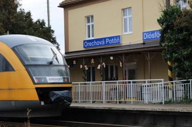 Dióspatonyban, Úszoron és Pozsonypüspökin már felújították a vasútállomásokat, most pedig következik a többi (VIDEÓ)