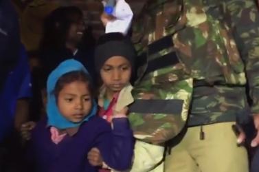 Gyerekeket és nőketszabadított kia rendőrség, akiket szülinapi ünnepség ürügyével csalt el, majd tartott fogva egy férfi