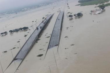 Dél-Indiában a rendkívüli esőzésben leomlott egy fal, sokan meghaltak
