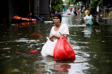 53-ra nőtt az indonéziai árvizek halálos áldozatainak száma
