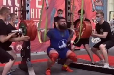 DURVA: 400 kilóval a nyakában guggolt a súlyemelő, mindkét térde eltört (VIDEÓ) 18+
