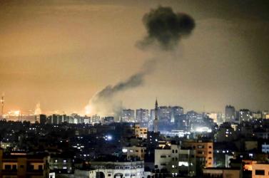 Robbanóanyagos lufik miatt mért légicsapást Izrael a Hamász állásaira