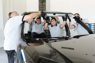 Már 2200-an dolgoznak a Jaguar Land Rover nyitrai autógyárában