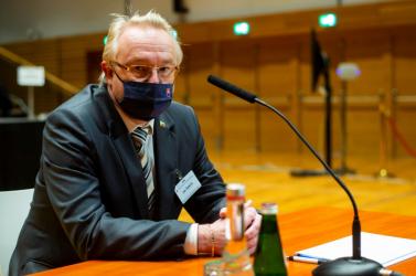 Ján Šanta ügyész koronavírustesztje pozitív lett, az őt meghallgató képviselők viszont megússzák a karantént