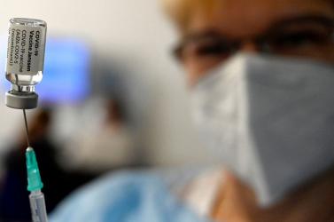 Oltás a nádszegi kultúrházban: Meglepően sokan kérték a vakcinát